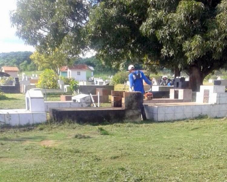 Secretaria de Obras realiza limpeza geral em cemitério de Machadinho Do Oeste (4)