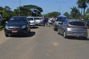 Sociedade jaruense dá suporte a caminhoneiros fornecendo água e alimentos