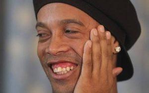 Ronaldinho desmente casamento com duas mulheres