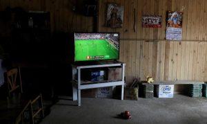 Presos ameaçam greve de fome por TV na Copa, mas juíza nega pedido