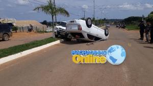 Machadinho : Carro é atingido por caminhonete e capota na RO 133