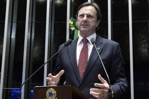 Senador Acir Gurgacz deixa sede da PF em Foz do Iguaçu para ser levado a Brasília