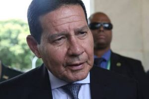 """""""É muito ruim para o país ter um ex-presidente preso"""", diz Mourão"""
