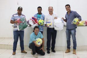 Prefeitura de Machadinho recebe materiais esportivos do Deputado Alex Redano