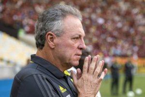 Abel quebra o silêncio após saída do Flamengo e rebate Mauro Cezar: 'Não me representa nada'