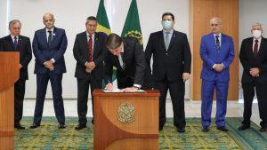 Bolsonaro edita MP que concede reajuste a policiais e bombeiros do DF, além de militares de Amapá, Roraima e Rondônia