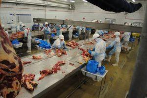 China suspende importações de carne brasileira por temor de Covid-19