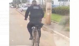 Jaru: Vídeo de PM pedalando bicicleta apreendida causa descontração nas pessoas