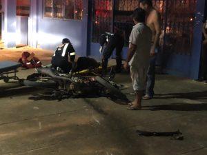 Machadinho: Entregadores colidem motocicletas e fraturam as pernas