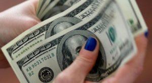 Dólar fecha em queda de 0,81%, a R$ 5,28, com precatórios